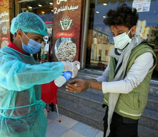 Exclusive - Coronavirus 'Black Market' in Sanaa Deals in Death, Medicine and Food
