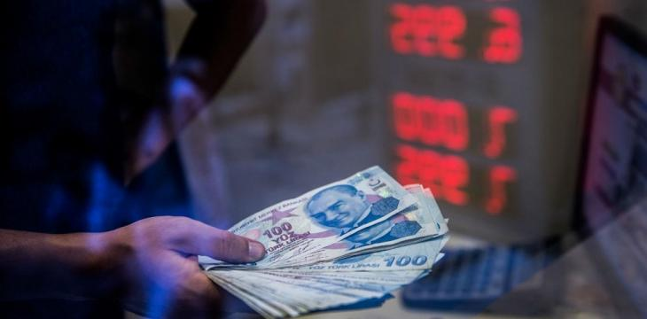 Turkey's Lira Tumbles on Worries of Crisis as Dollar Firms