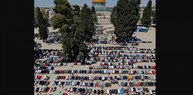 Palestinians Hold Aqsa Prayers in Largest Ramadan Gathering Since COVID