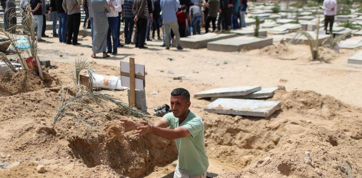 Gaza Gravediggers, Medics Stretched as COVID-19 Cases Surge During Ramadan