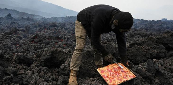 Guatemala Serves Pizza Cooked on Volcano Lava