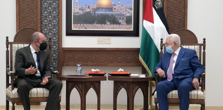 Abbas to US Envoy: Palestine Ready to Achieve Just, Comprehensive Peace