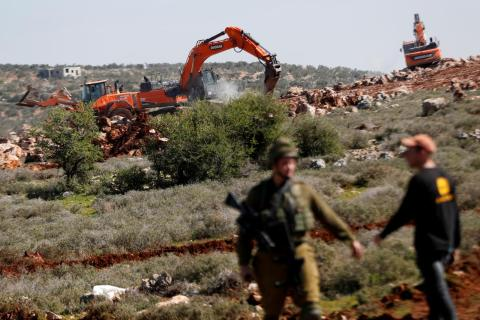 Israeli Occupation Army Hints at Re-occupying Palestinian Towns